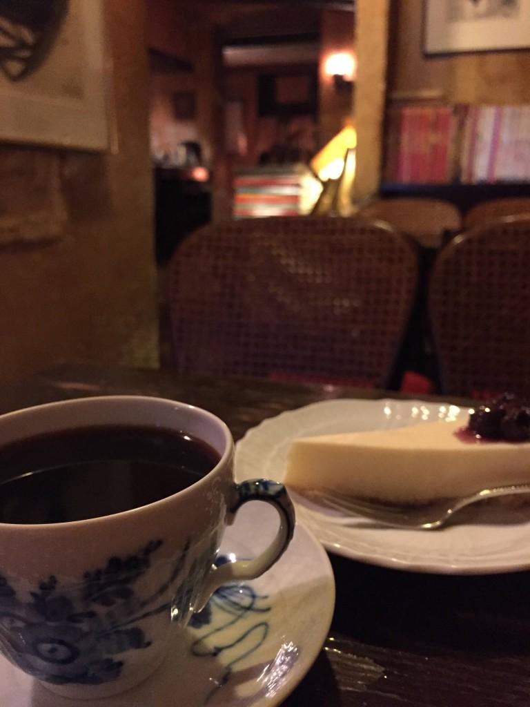2016/07/15 【今日の喫茶】 下北沢の『トロワ・シャンブル』。 苦めのコーヒーが美味しい。 雰囲気もとても良い純喫茶。