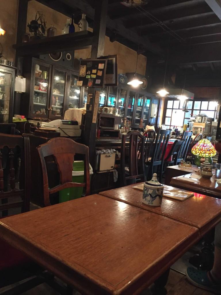 2016/07/27 【今日の喫茶】 高円寺の『七つ森』。 まったり空間。 隣の席のカレーも気になった。